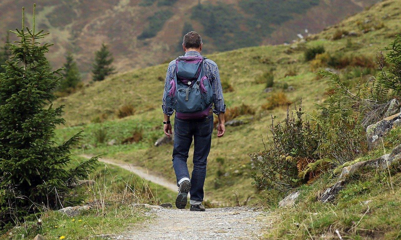turismo sostenibile uomo nella natura